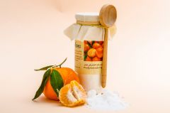 Effervescent bath salt with natural essential oil of mandarin.