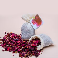 Rose Buds Herbal Bath with a bag of linen
