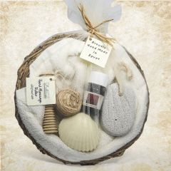 Small Palm Basket contains 30X30 towel, small oil, samples cream, small wooden comb, pimouse stone for the feet and shaped soap