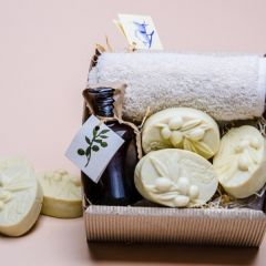 Olive Package Contains 30X30 towel, 3 soaps shaped like an olive branch and olive oil