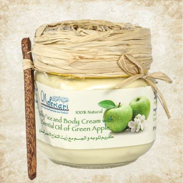 Body cream with essential oil of green apple