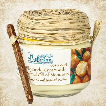 Body cream with essential oil of mandarin